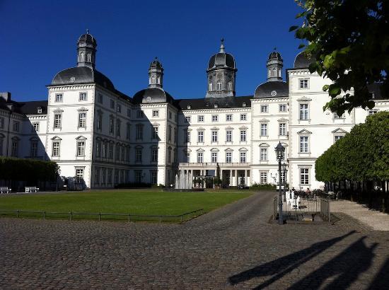Althoff Grandhotel Schloss Bensberg: Grandhotel Schloss Bensberg frontal view