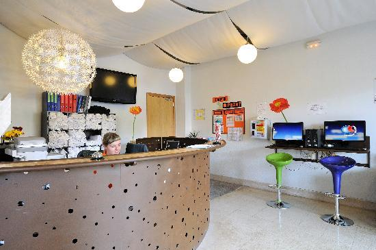 Equity Point Girona Hostel: Lobby