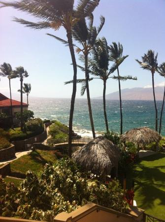 Four Seasons Resort Maui at Wailea: View from the infinity pool....gorgeous