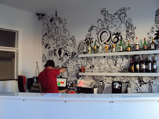 Equity Point Lisboa Hostel: bar