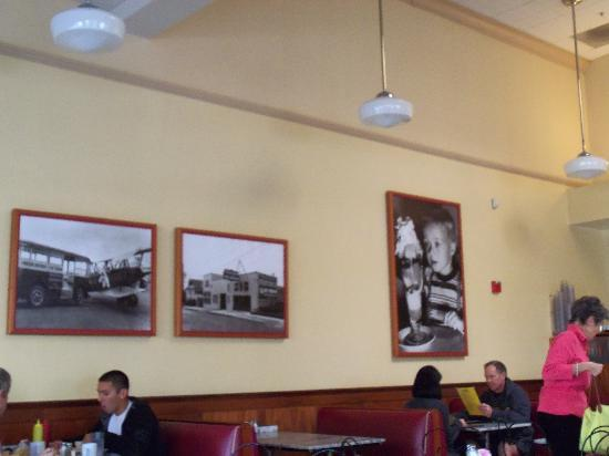 Fentons Creamery and Restaurant: Some of the pictures on the walls
