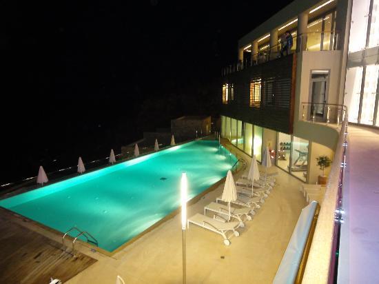 Lindos Blu: Vista sulla piscina dal ristorante