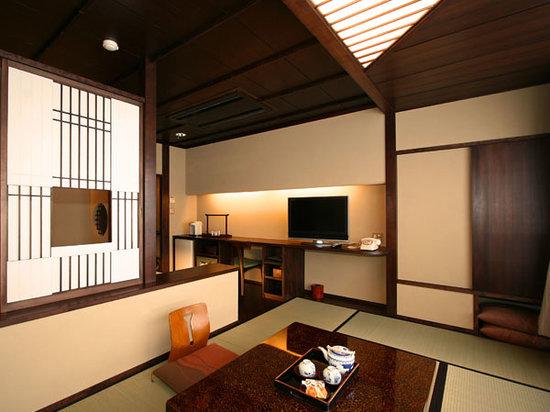 Gero Onsen Fugaku: 川側和洋室