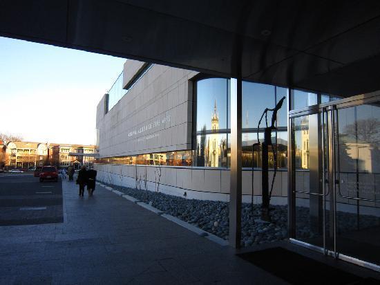 Virginia Museum of Fine Arts: Entrace VFMA