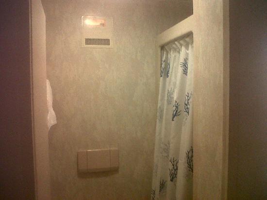 Hotel Chruz: Room view 2, sink in bedroom