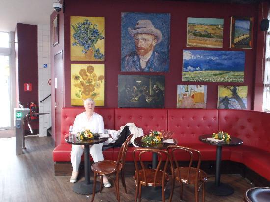 Van Gogh Cafe: Wall of paintings