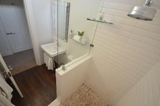 Middedorp Manor: salle de bain