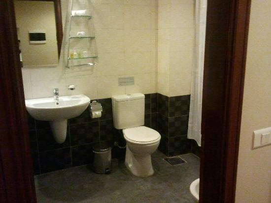Cosmopolitan Hotel: bathroom