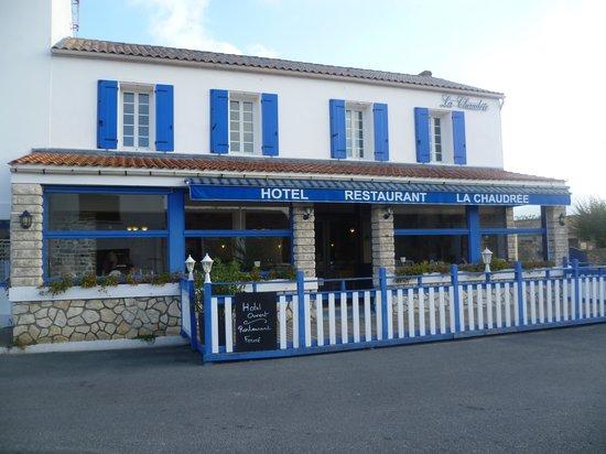 La Brée-les-Bains, France : facade de l hotel typique charente maritime