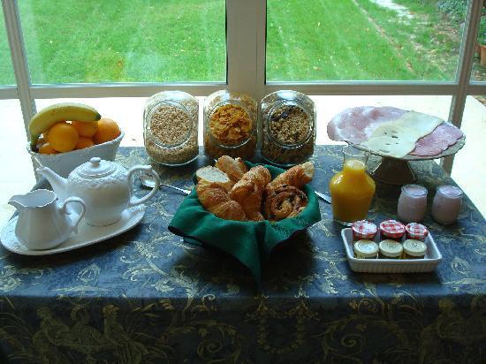 Villa La Riante : Full breakfast included
