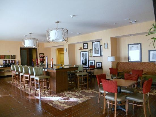 Hampton Inn Deming: Spacious breakfast room - gathering room