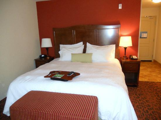 Hampton Inn Deming: King room third floor - smaller than many other Hamptons