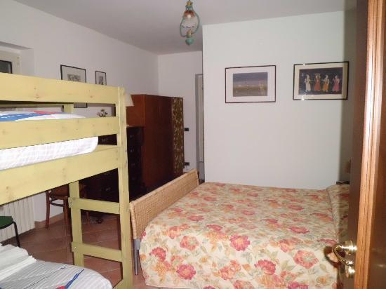 camera matrimoniale piu\' letto a castello e bagno in camera ...