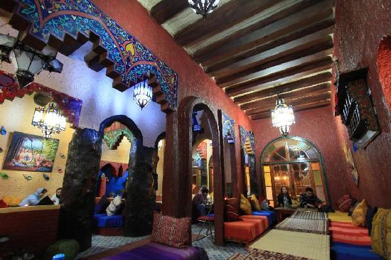 Dar Naji: Colorful restaurant