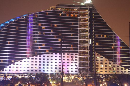 Jumeirah Beach Hotel: Incredible hotel
