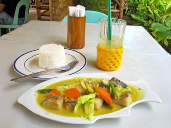 Ging-Ging's Restaurant & Flower Garden: Fish Curry with rice and Calamansi Juice