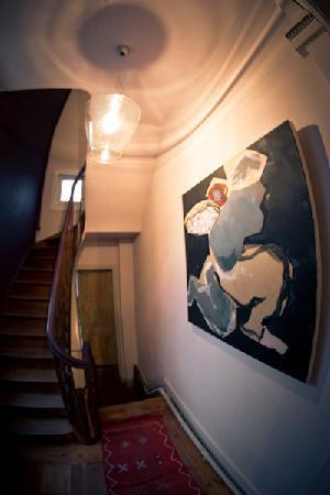 La Halte Bourgeoise : Escaliers menant aux chambres d'hôtes