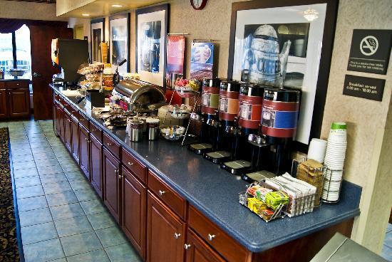 Clarion Inn Cleveland : Breakfast bar