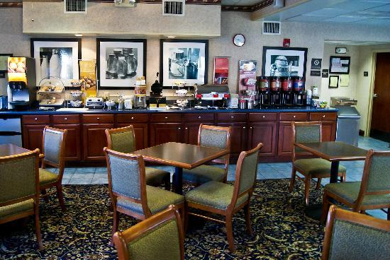 Clarion Inn Cleveland : Breakfast area