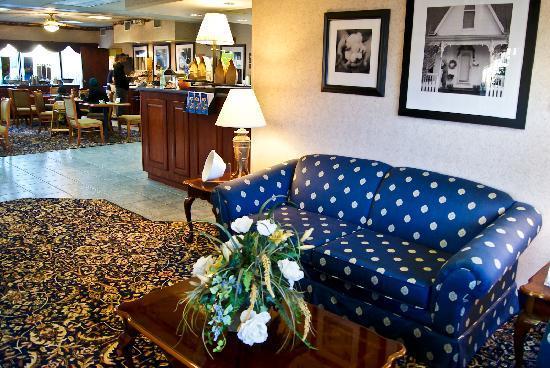 Clarion Inn Cleveland : Lobby area
