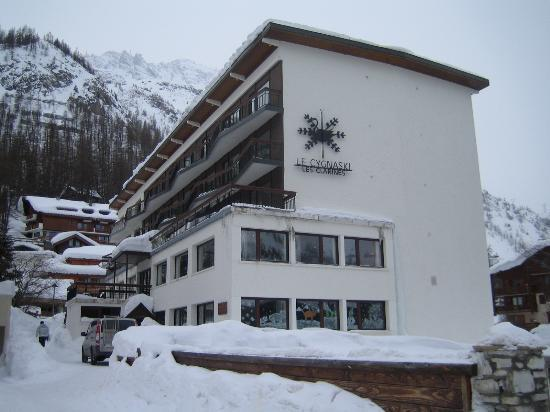 Front of hotel picture of chalethotel cygnaski val d for Hotels val d isere