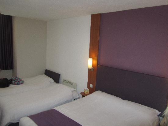 The london eye hotel is on the left picture of premier for Premier inn family room