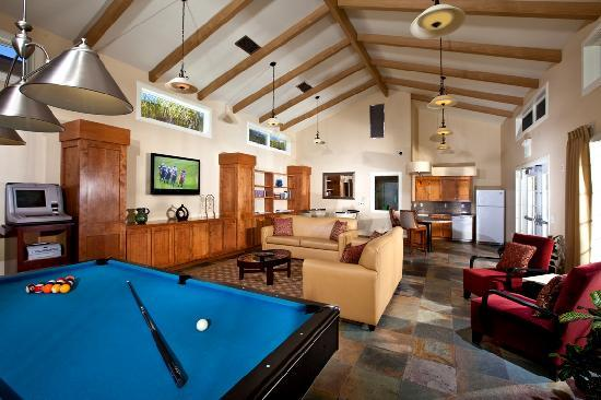 Winners Circle Resort: Clubhouse