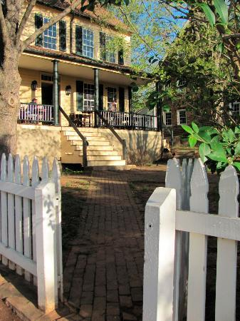 Old Salem Museums & Gardens: Old Salem Inn