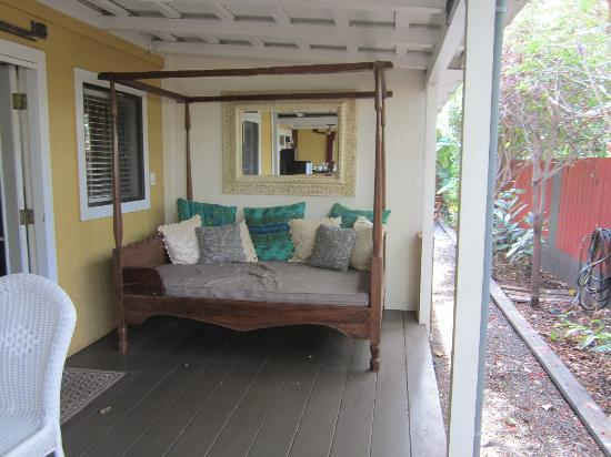 Paia Inn: Room 10 deck area - comfy and private