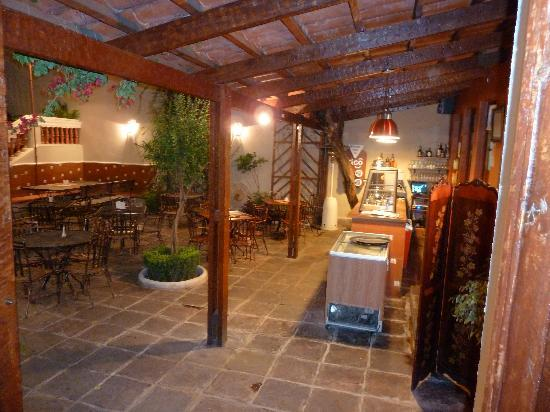 La Posada Restaurante: Outdoor seating