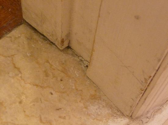Town and Country San Diego: Bathroom floor