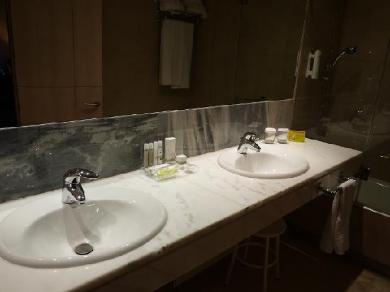 Hotel Paseo del Arte: バスルーム
