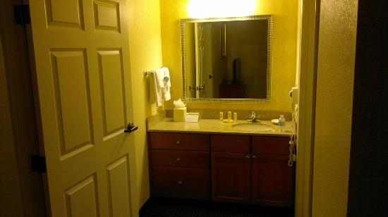 Residence Inn Houston by The Galleria: bathroom area