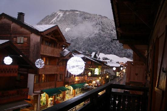 rudechalets - Chalet Joseph : View of Morzine town from upstairs balcony