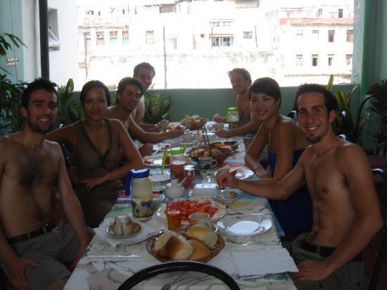 La Casa De La Calle Luz Bed & Breakfast : CENANDO COMO EN CASA