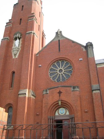 St Mary's Catholic Church: outsiside