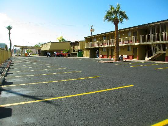 Travelodge Phoenix Downtown : Whole view from the Back