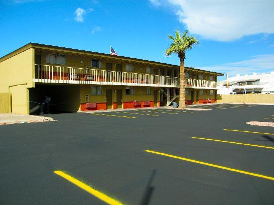 Travelodge Phoenix Downtown : Middle View