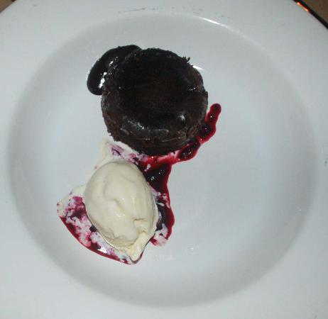 Desertu: Chocolate molten cake