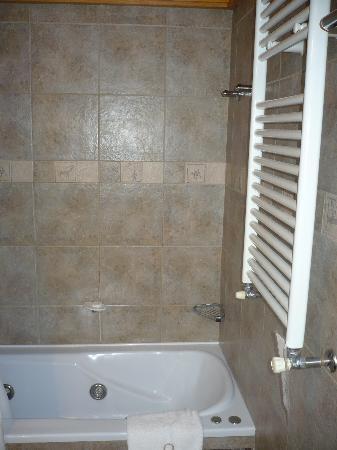 Apart Hotel Quillen: Baño planta alta- Hidromasaje