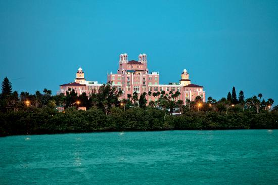 St. Pete Beach, FL: The Loews Don CeSar Hotel is a member of the Historic Hotels of America and is rich in luxury as