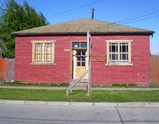 Austral Glacier Hostel: Building Exterior