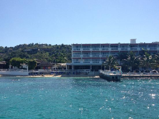 Royal Decameron Montego Beach: view of the hotel from the catamaran