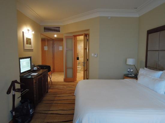 The Westin Dhaka: spacious room with nice bathroom