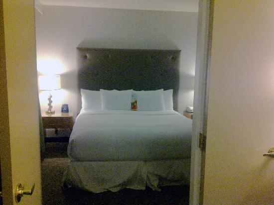 Hilton Auburn Hills Suites: Bedroom
