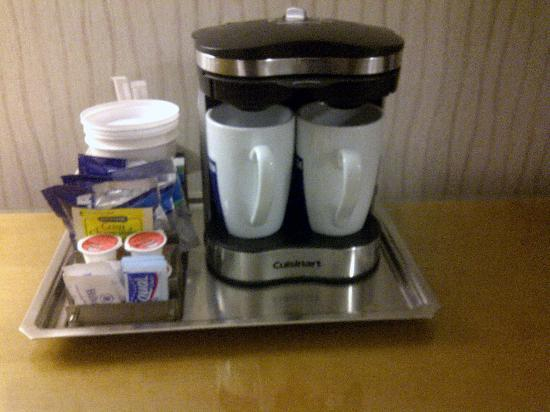 Hilton Auburn Hills Suites: Nice coffee maker