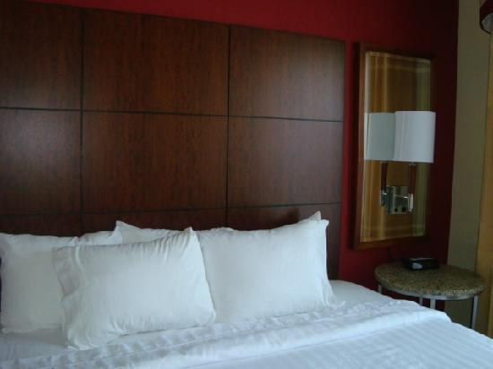 Residence Inn Newport Middletown: soft huge bed!