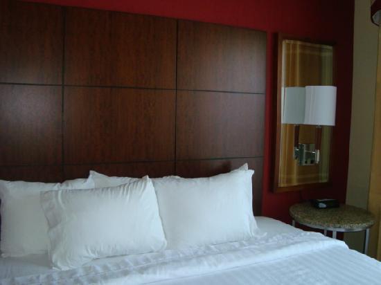 Residence Inn Newport / Middletown: soft huge bed!