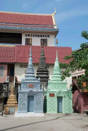 Wat Sarawan: Great colours!