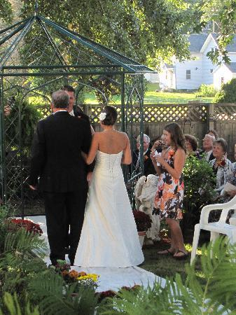 Westby House Inn: Small, Inimate Weddings at the Inn